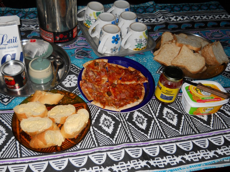 vanuatuan snack of bread and tea
